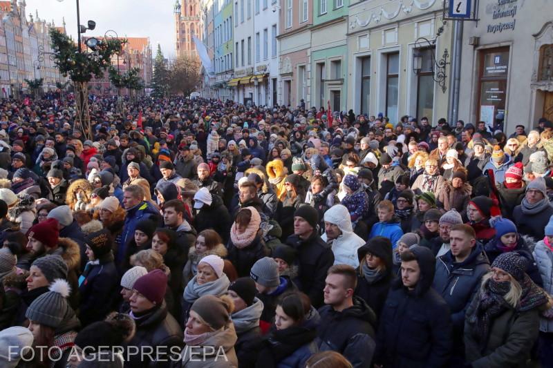 zaci-de-mii-de-persoane-la-funeraliile-primarului-orasului-gdansk