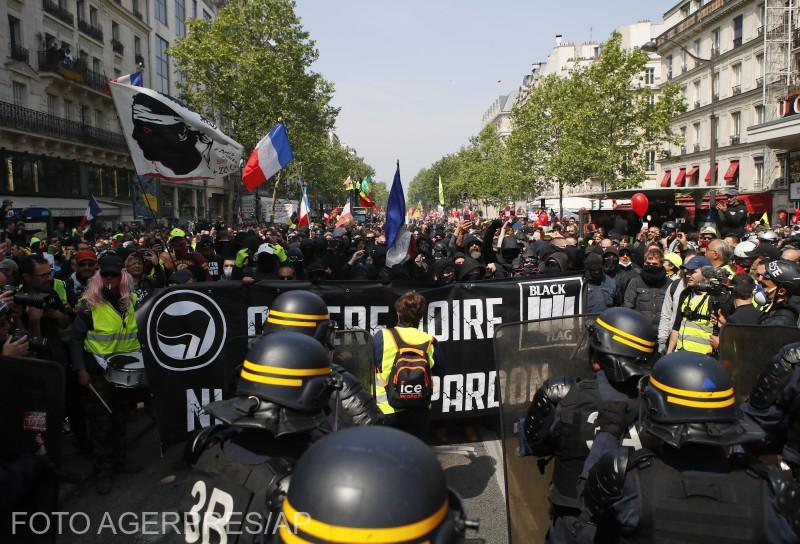 franta-un-grup-de-protestatari-au-atacat-un-spital-din-paris