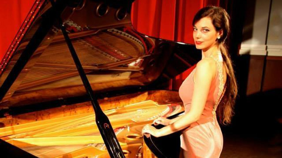 pianista-axia-marinescu---noul-geniu-al-carpatilor