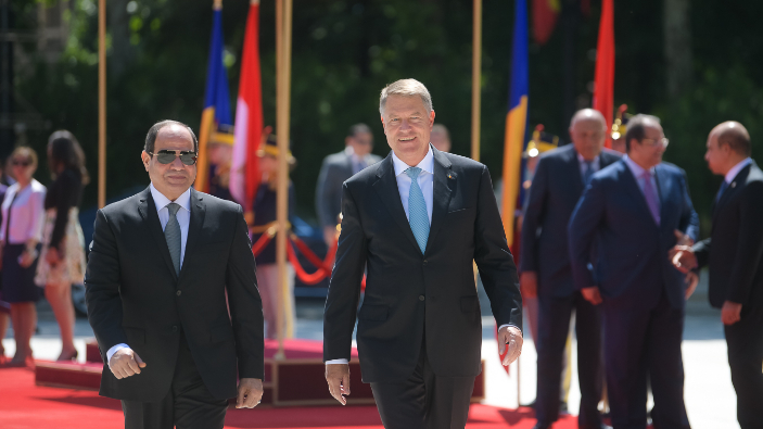 egypts-president-welcomed-at-cotroceni-palace-with-military-honors