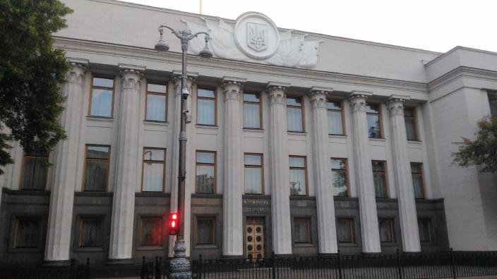 ucrainenii-voteaza-duminica-pentru-a-aduce-un-spirit-nou-in-rada-suprema-