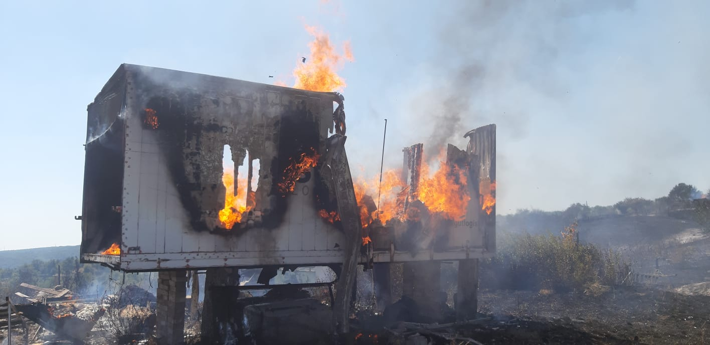 incendiu-de-proportii-in-mehedinti