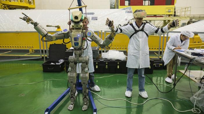 video-rusia-a-lansat-primul-sau-robot-umanoid-catre-ssi