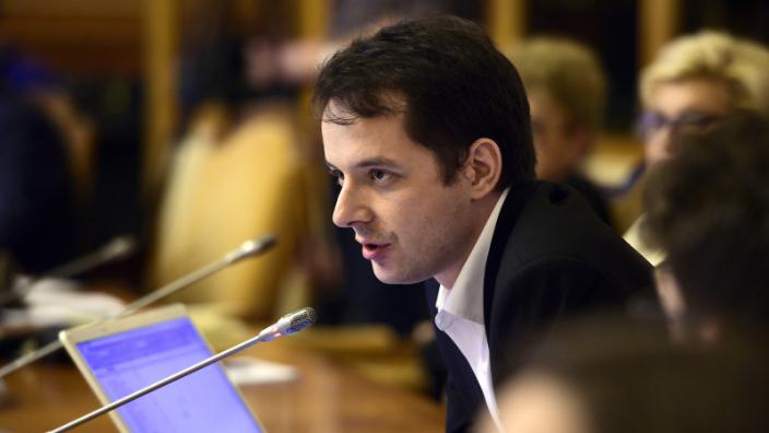 deputatul-usr-cristian-seidler-a-citit-in-plen-motiunea-de-cenzura