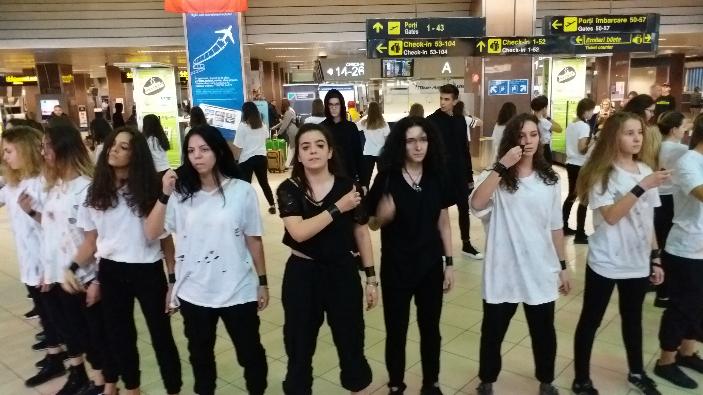 flashmob-impotriva-traficului-de-persoane-la-aeroportul-henri-coanda