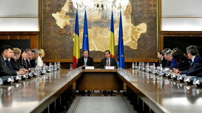 klaus-iohannis-a-inceput-o-serie-de-consultari-cu-ministrii