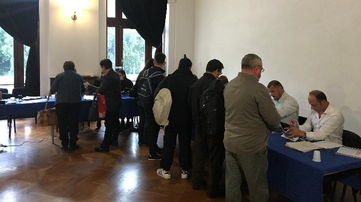 alegeri-prezidentiale-se-voteaza-la-primele-sectii-deschise-in-strainatate