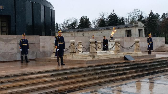 ceremonie-la-monumentul-ostasului-necunoscut-din-parcul-carol