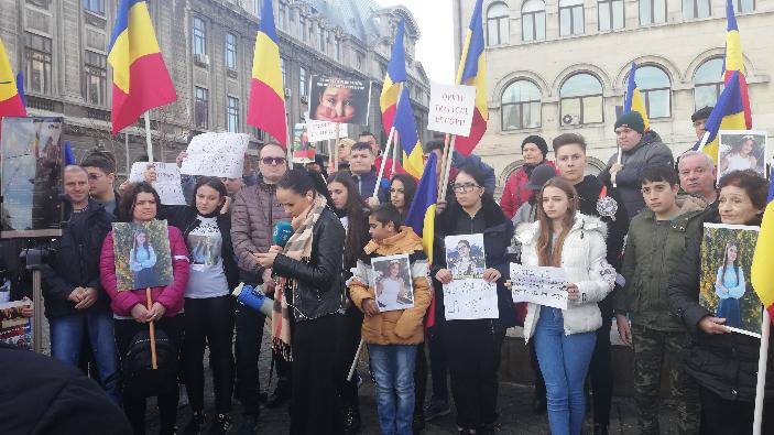 protest-organizat-de-familiile-alexandrei-macesanu-si-luizei-melencu