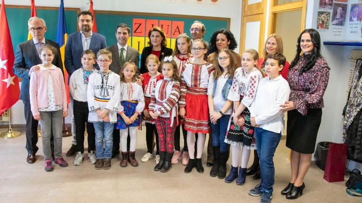 o-scoala-din-spania-a-fost-decorata-de-presedintele-klaus-iohannis