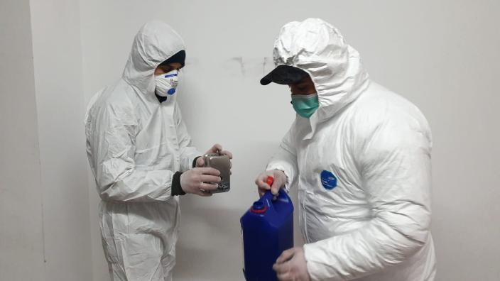sectorul-1-a-inceput-montarea-dispozitivelor-cu-dezinfectant-in-blocuri