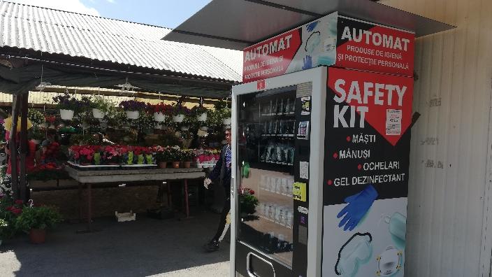 sibiu-primul-automat-stradal-cu-masti-manusi-si-dezinfectanti