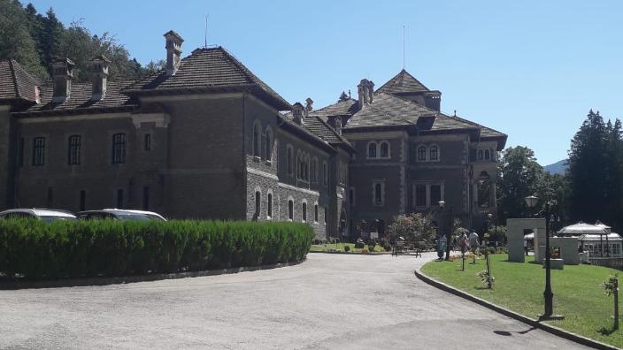 castelul-cantacuzino-din-busteni-si-a-redeschis-portile