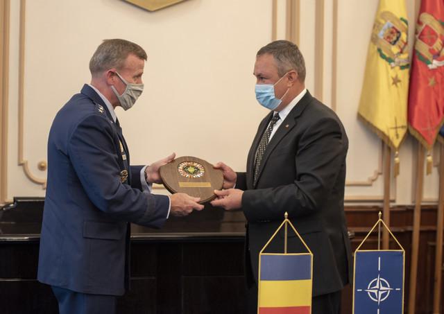 ministrul-n-ciuca-intalnire-cu-comandantul-fortelor-aliate-din-europa