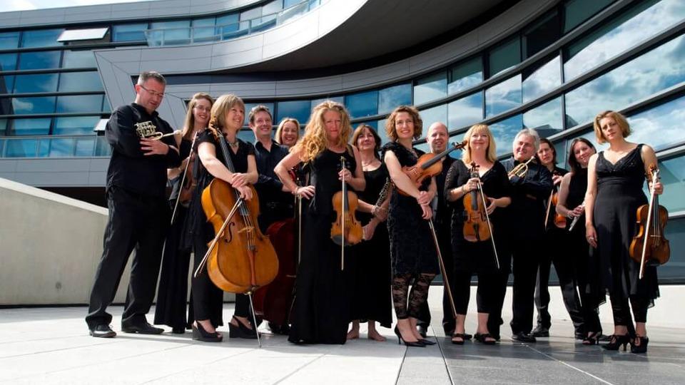 concertul-orchestrei-britten-sinfonia-de-la-barbican-hall-in-transmisiune-directa-la-scena-europeana-mari-22-mai-de-la-ora-2130