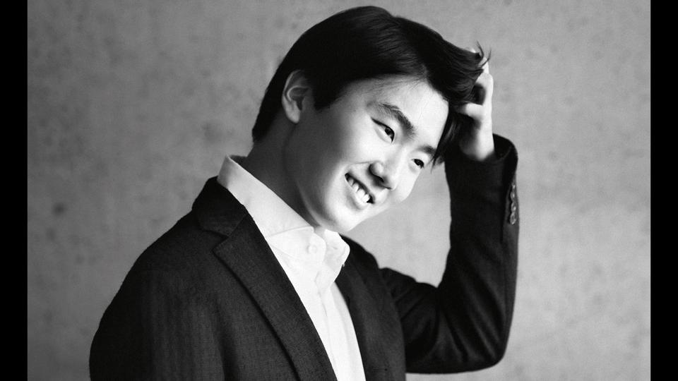 seong-jin-cho-interpreteaza-mozart