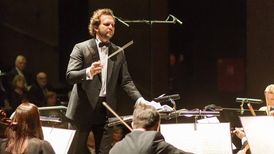 transmisiune-directa-tomas-brauner-n-primul-sau-concert-ca-dirijor-sef-al-orchestrei-simfonice-din-praga-1-iunie-ora-2100