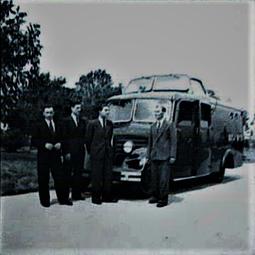 Car de transmisiuni radio si reporteri pe teren (1938)