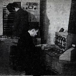 Pupitrul de control al emisiunii (1943)