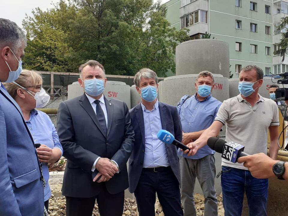 braov-ministrul-sanataii-nelu-tataru-a-imparit-paturile-pentru-terapie-intensiva-din-spitalul-modular