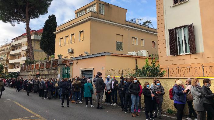 alegeri-r-moldova-in-italia-sunt-cozi-la-multe-centre-de-votare