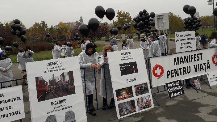protest-al-federatiei-sanitas-in-fata-parlamentului