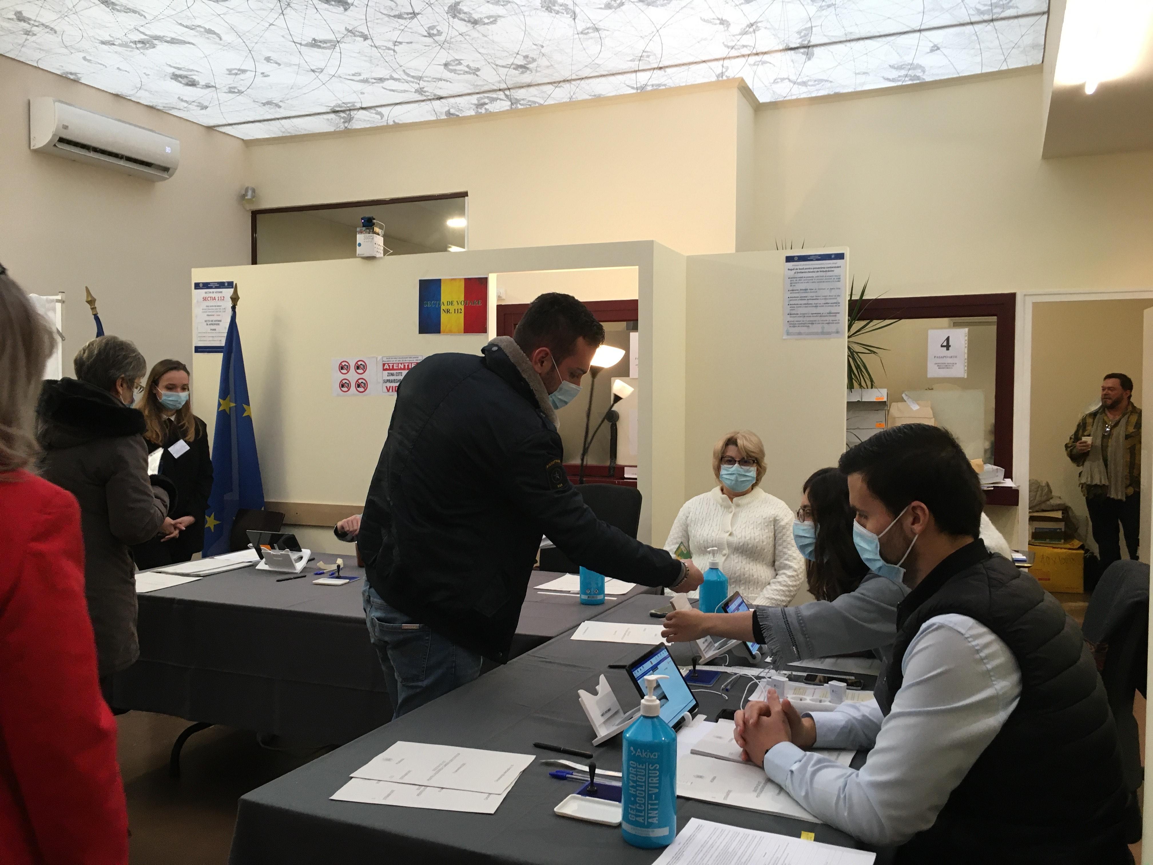 prima-zi-a-votarii-la-alegerile-parlamentare-pentru-romanii-din-strainatate