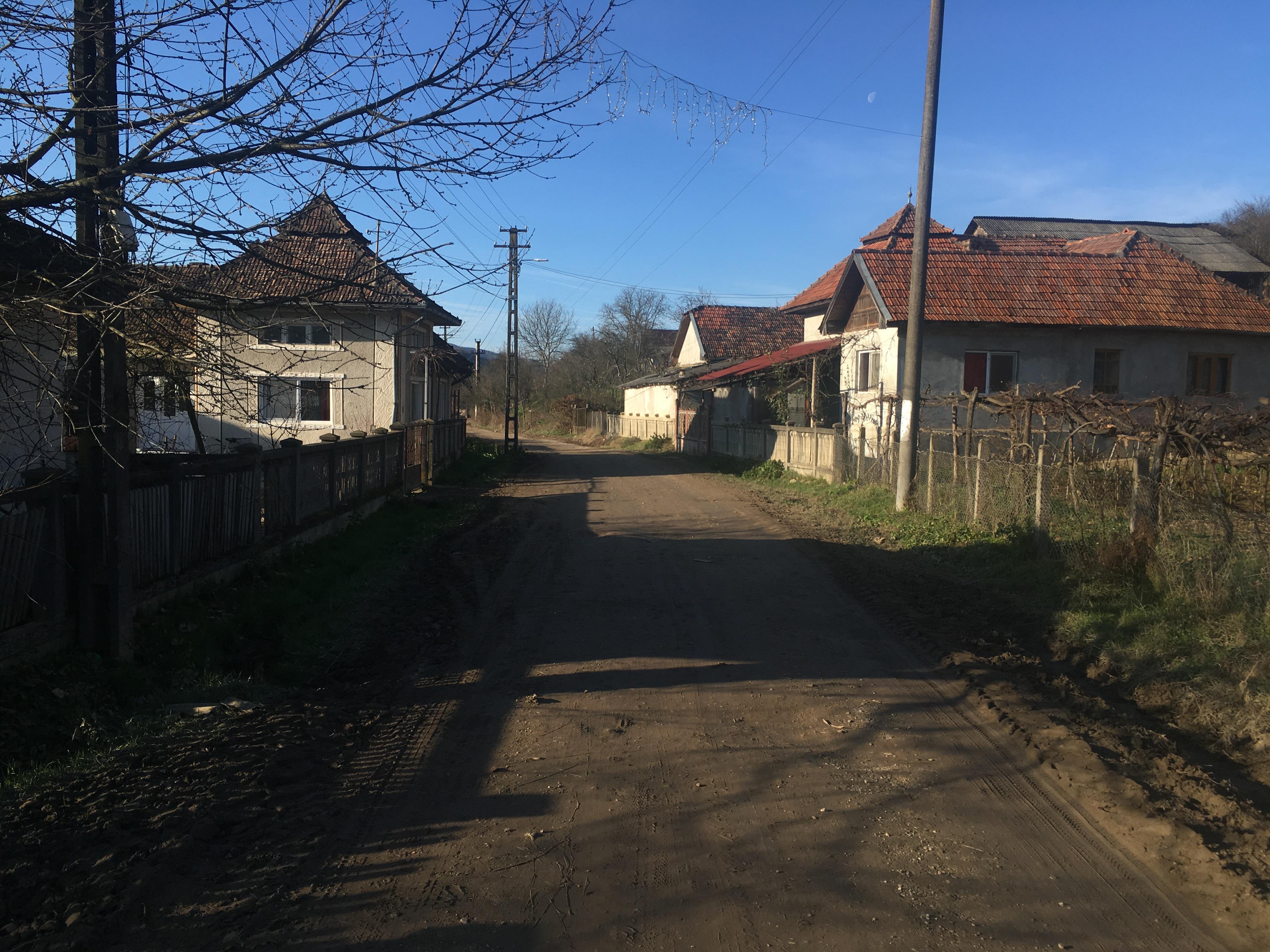 foto-ziua-alegerilor-in-turbuta-un-sat-izolat-de-pe-malul-somesului