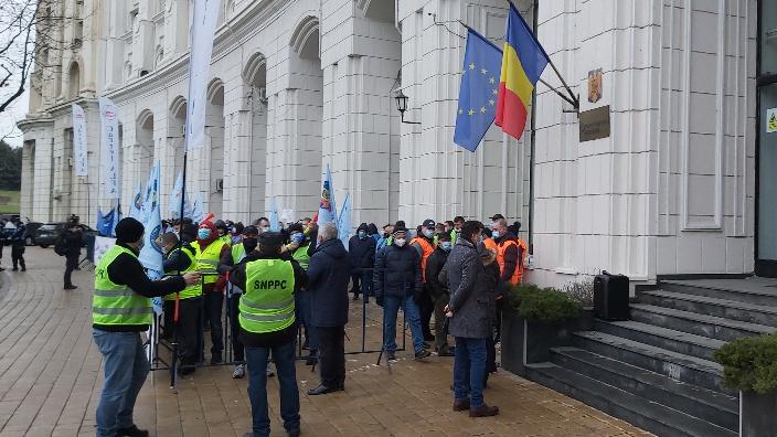 o-noua-zi-de-proteste-in-fata-sediului-ministerului-finantelor