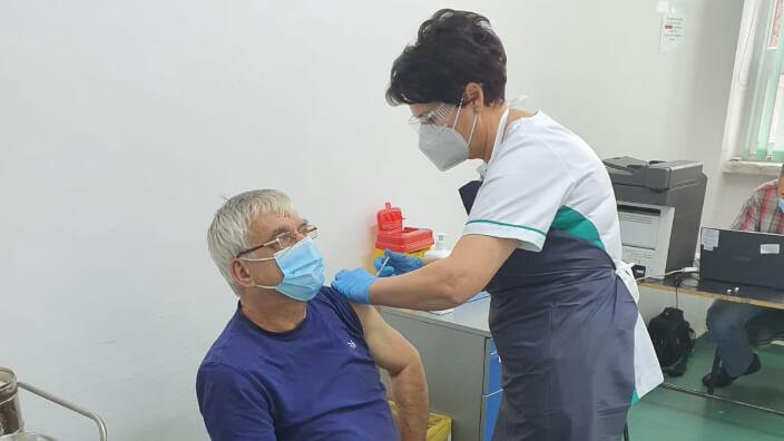 peste-200000-de-doze-de-vaccin-pfizer-ajung-luni-in-romania-