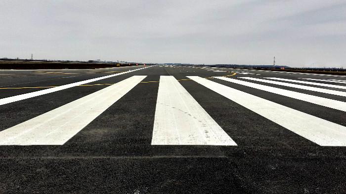 lucrarile-de-modernizare-la-pista-2-a-aeroportului-otopeni-s-au-finalizat