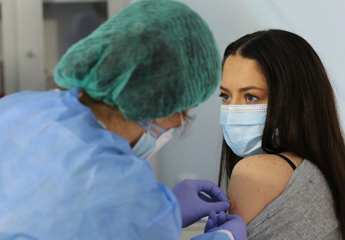 un-nou-transport-de-vaccin-anti-covid-de-la-moderna-ajunge-maine-in-romania
