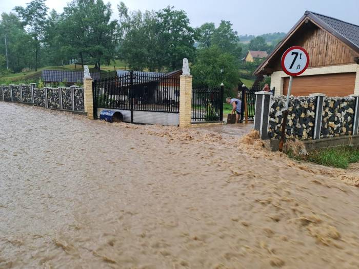 ploile-abundente-au-afectat-localitati-de-pe-valea-prahovei