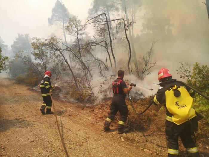 peste-3000-de-oameni-au-fost-evacuati-din-insula-evia-incendii