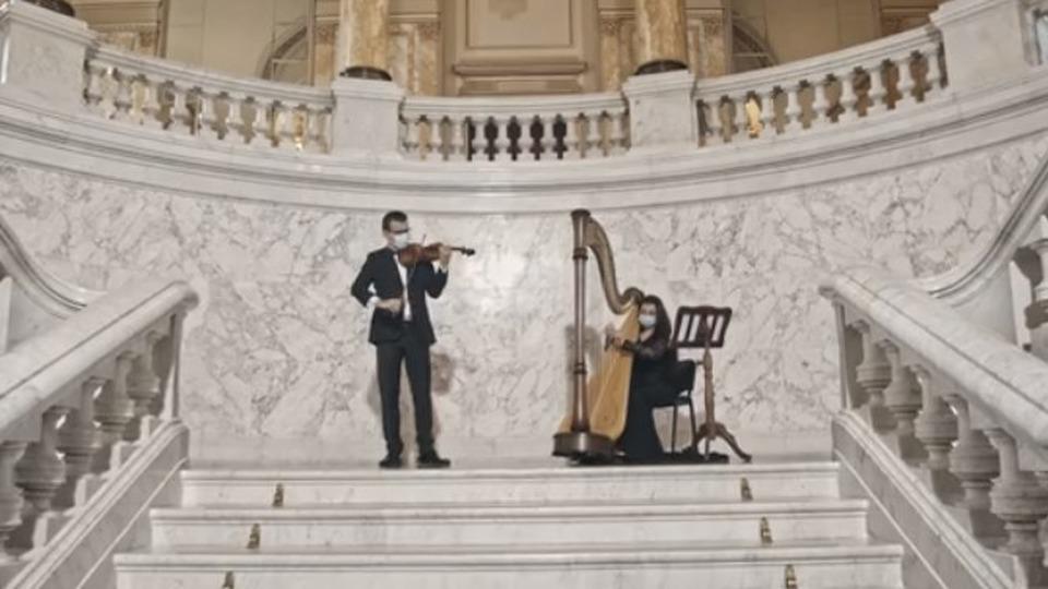 violonistul-alexandru-tomescu-i-harpista-miruna-vidican-pe-scena-festivalului-vara-magica