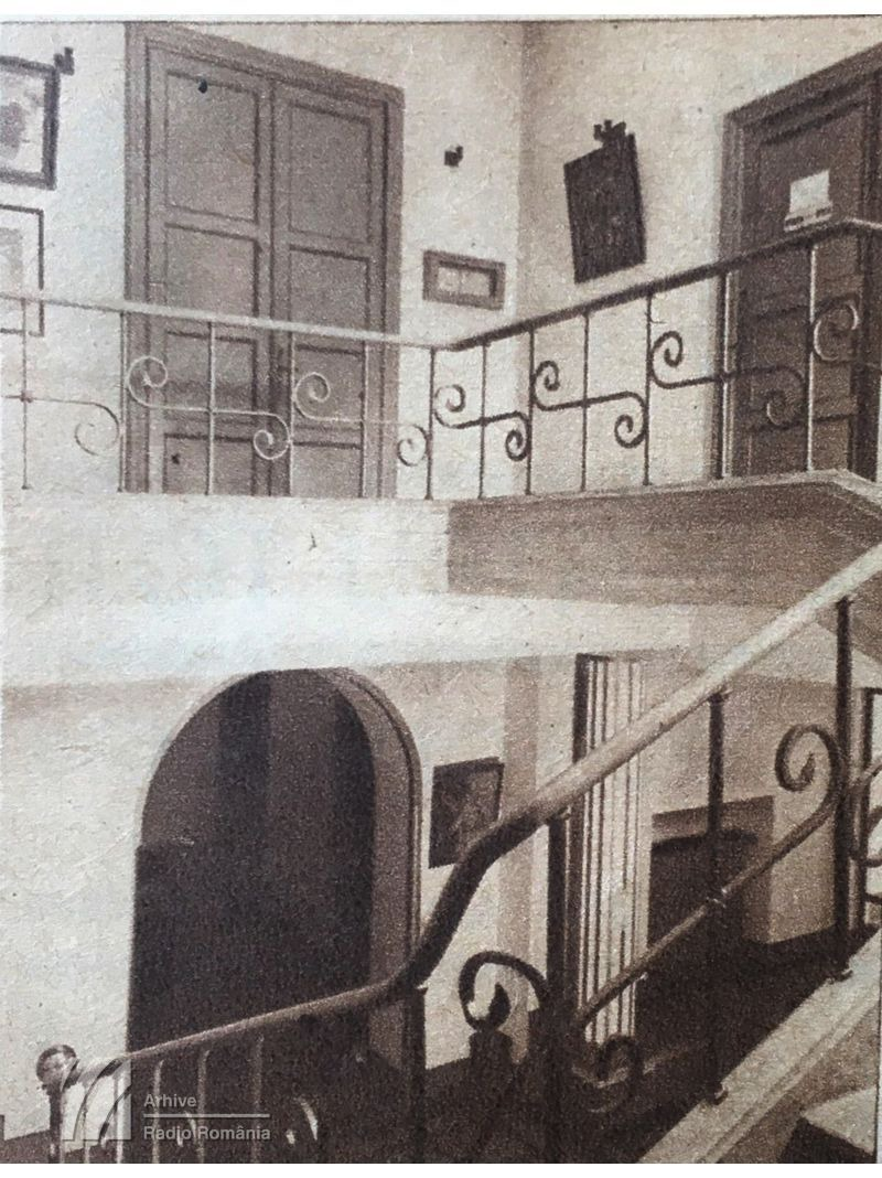 Intrarea în studioul mare și cabina speakerilor, din primul sediul al Radiodifuziunii
