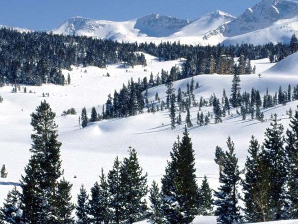 staiunile-de-la-munte-luate-cu-asalt-de-turiti-in-minivacana-de-1-decembrie