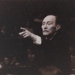 """Ionel Perlea (10 decembrie 1900-29 iulie 1970) la pupitrul Filarmonicii """"George Enescu"""", cu """"Preludiu la după-amiaza unui faun"""" de Claude Debussy, în mai 1969"""